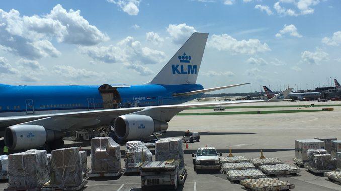 Air France Lounge ORD | Blick auf ein KLM Flugzeug