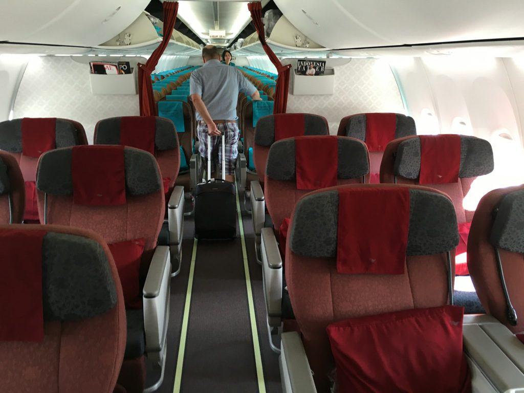 garuda_indonesia_business_class_boeing_737-6