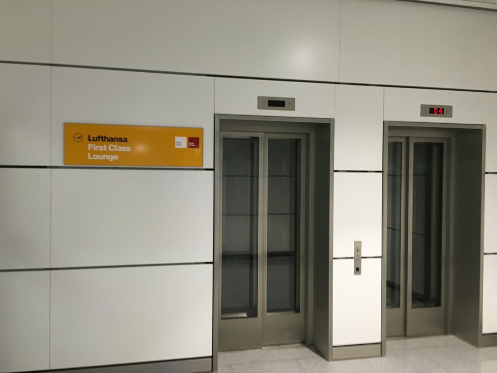 lufthansa_first_class_lounge_muc_satellit-1