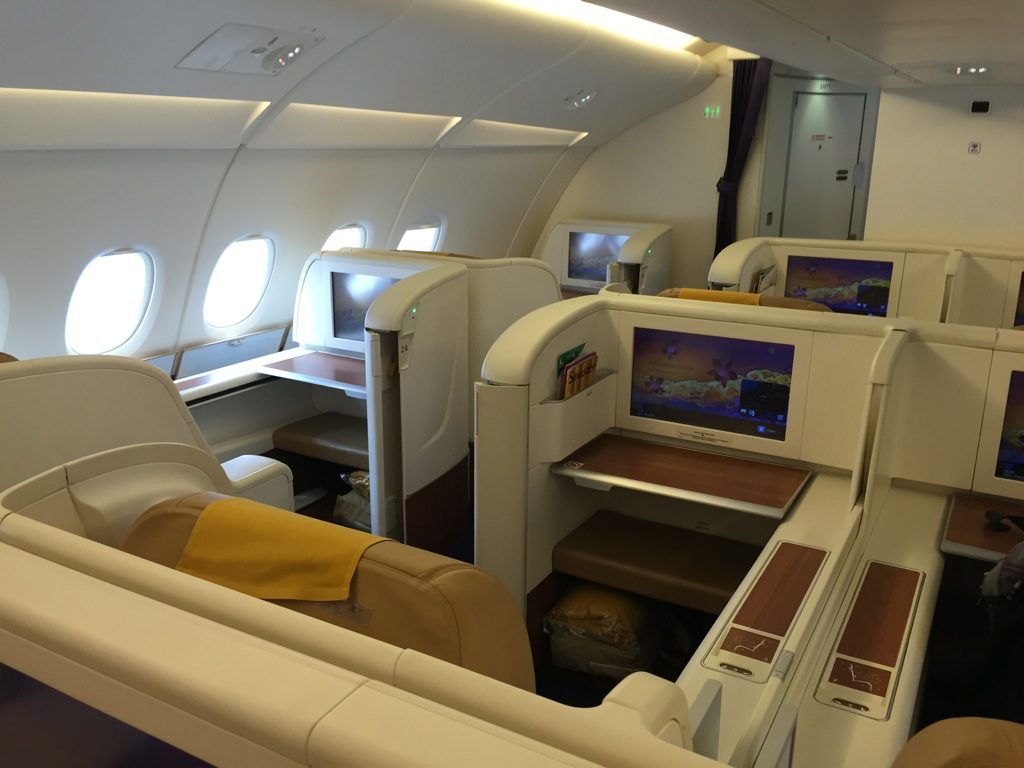 review thai airways first class im airbus a380 paris nach bangkok. Black Bedroom Furniture Sets. Home Design Ideas