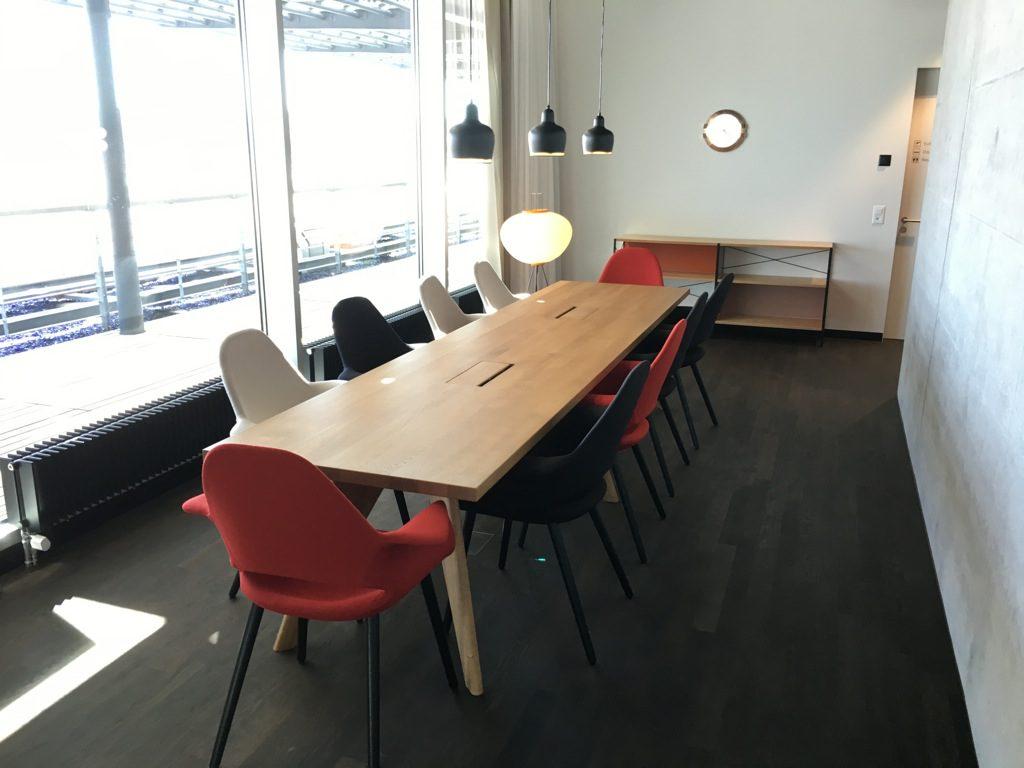 swiss-first-class-lounge-e-19