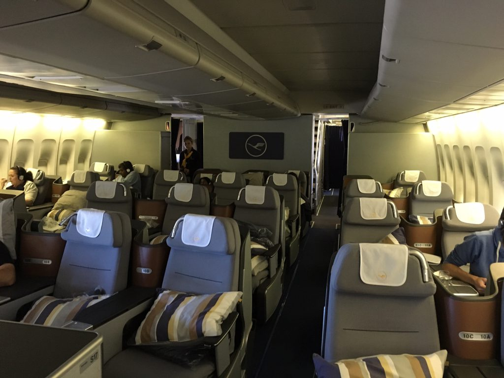 review lufthansa business class boeing 747 400 frankfurt nach seattle. Black Bedroom Furniture Sets. Home Design Ideas