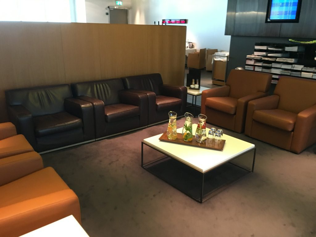 review lufthansa first class lounge m nchen. Black Bedroom Furniture Sets. Home Design Ideas