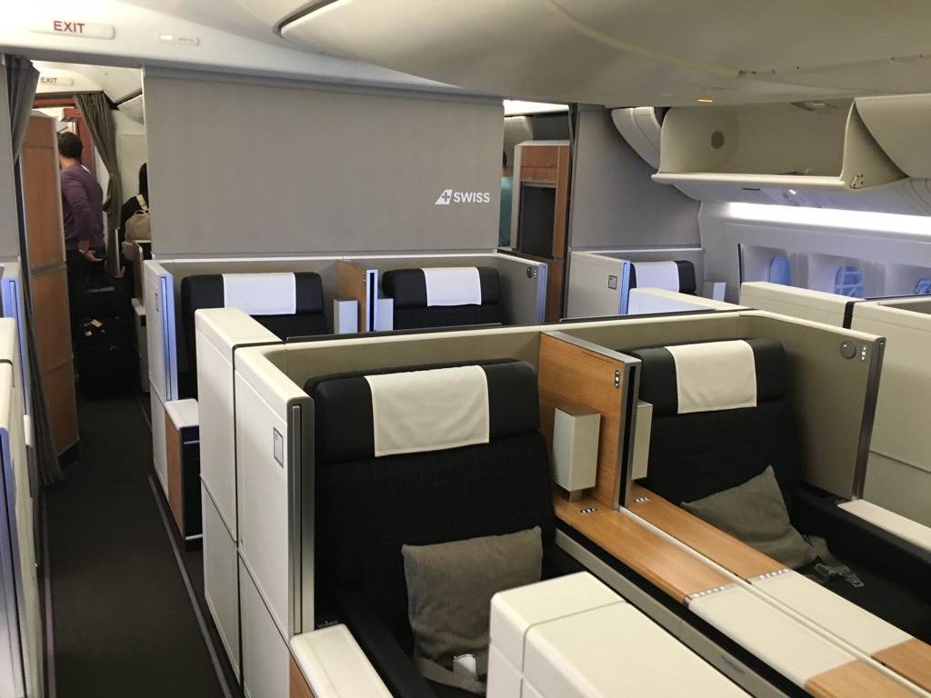 Review swiss first class boeing 777 300er z rich nach for Migliori cabine business class 2017