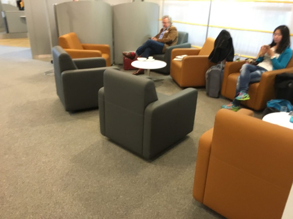 Review lufthansa business lounge dresden - Kleine lounge ...