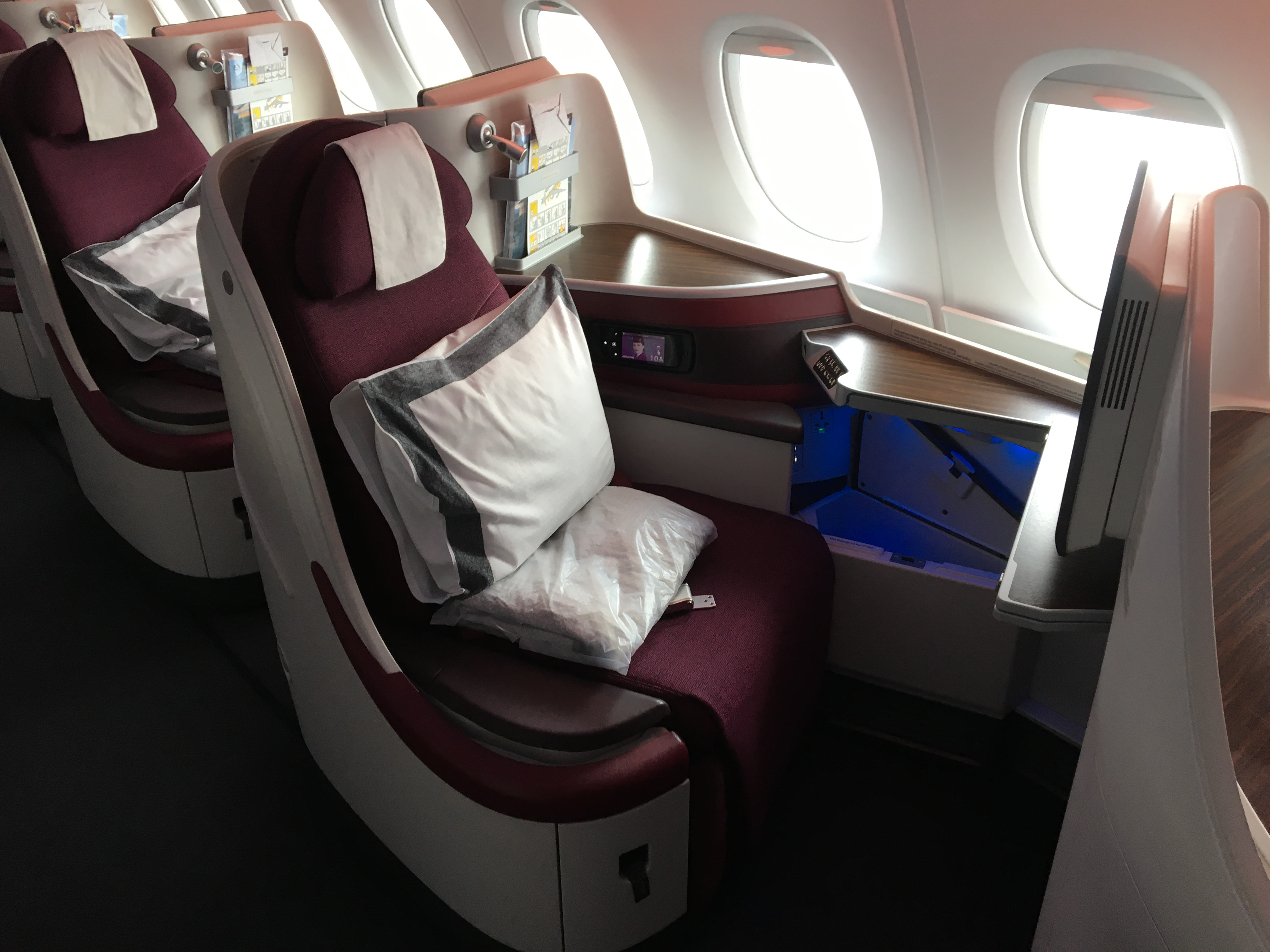 oneworld business class male euro asien 1613 euro. Black Bedroom Furniture Sets. Home Design Ideas
