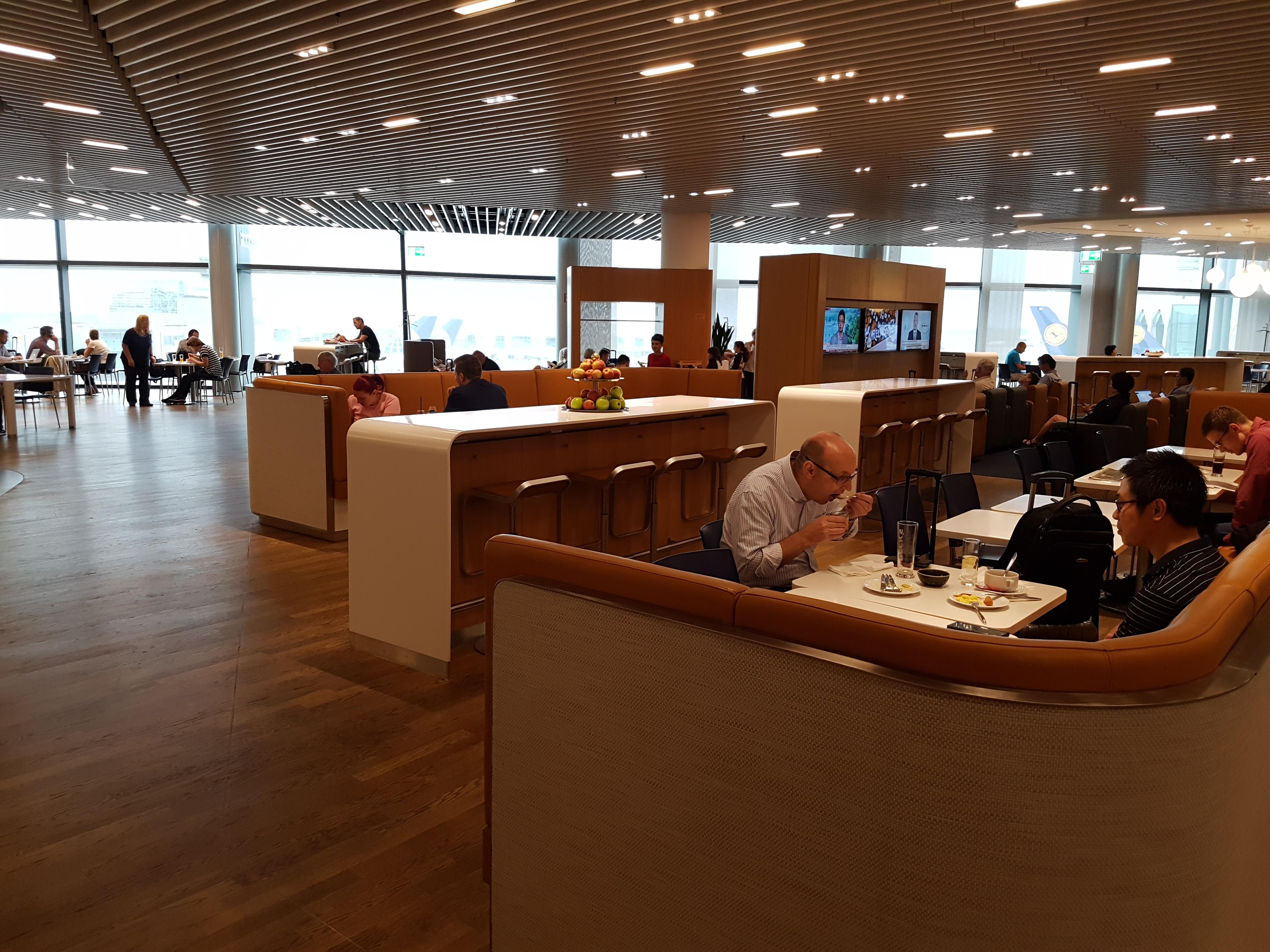 Review: Lufthansa Business Class Lounge Frankfurt Z50 ...