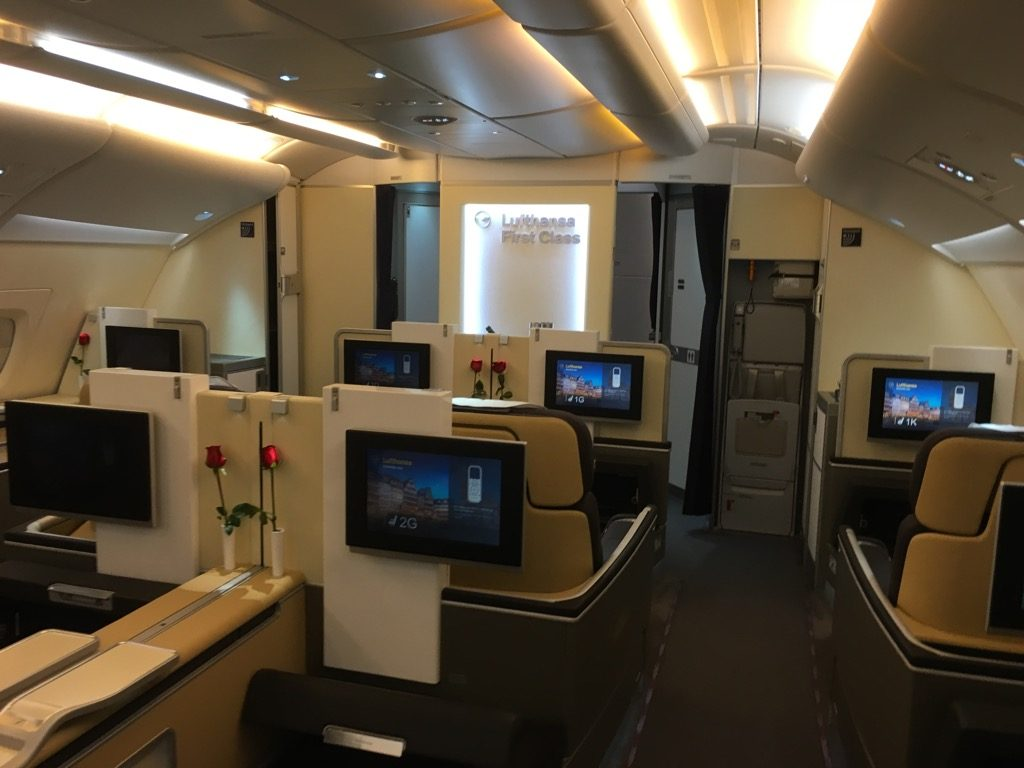 review lufthansa first class airbus a380 hongkong nach frankfurt. Black Bedroom Furniture Sets. Home Design Ideas