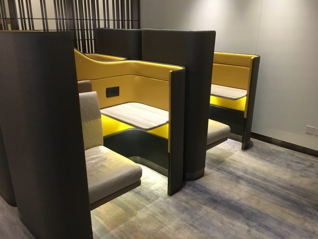 Review: Singapore Airlines First Class Lounge Hongkong ...