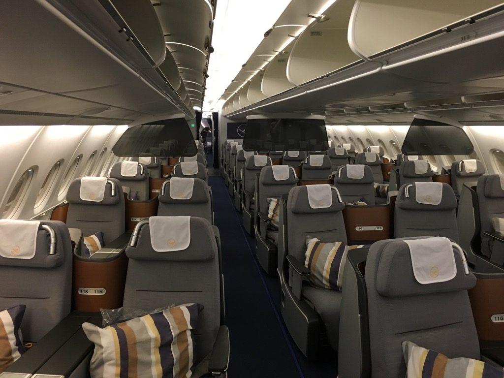 review lufthansa business class im airbus a380 hongkong nach frankfurt. Black Bedroom Furniture Sets. Home Design Ideas