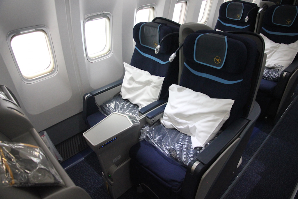 review condor premium economy class in der boeing 767. Black Bedroom Furniture Sets. Home Design Ideas