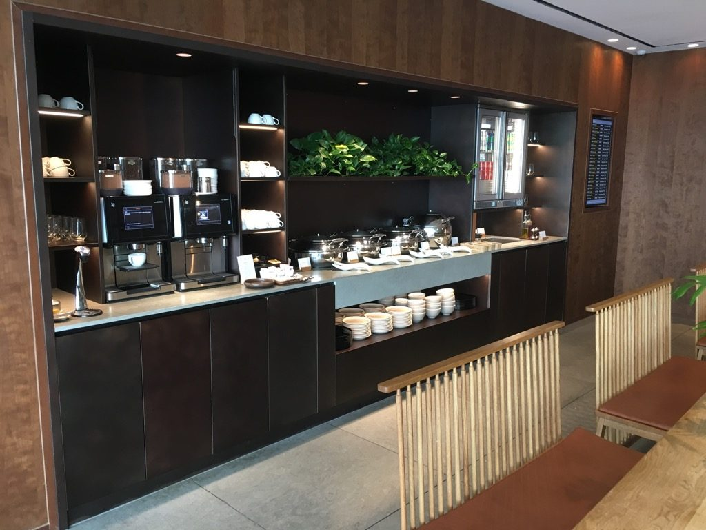 Review: Cathay Pacific Business Lounge London Heathrow ...