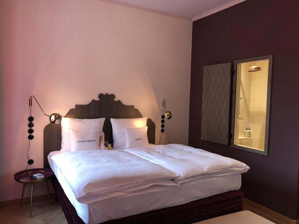review hotel 25hours hotel the royal bavaria. Black Bedroom Furniture Sets. Home Design Ideas