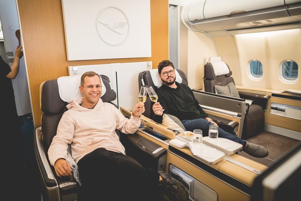 lufthansa first class in bildern im airbus a340 600 nach. Black Bedroom Furniture Sets. Home Design Ideas
