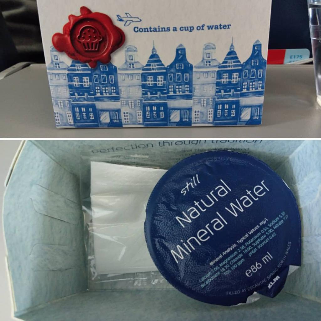 KLM Cityhopper Economy Class Embraer | Service; Wasser