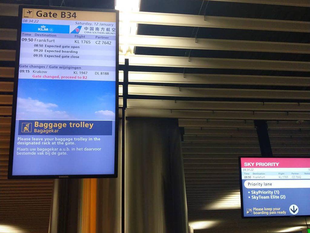 KLM Cityhopper Economy Class Embraer | Gate