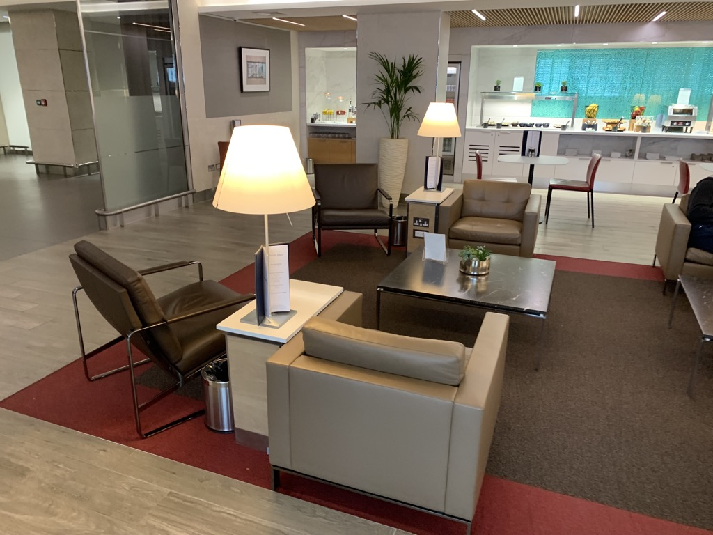 review american airlines arrivals lounge london heathrow. Black Bedroom Furniture Sets. Home Design Ideas