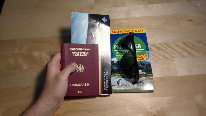 deutscher Pass mit Reiseführer