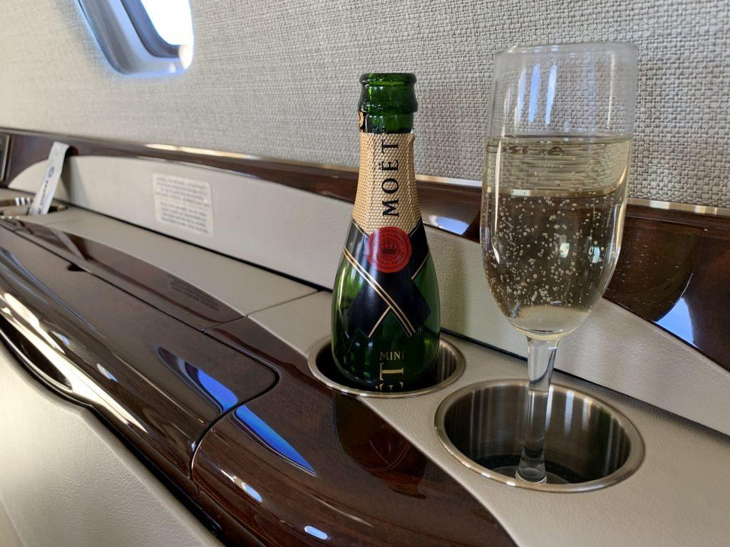Champagner im Privatjet