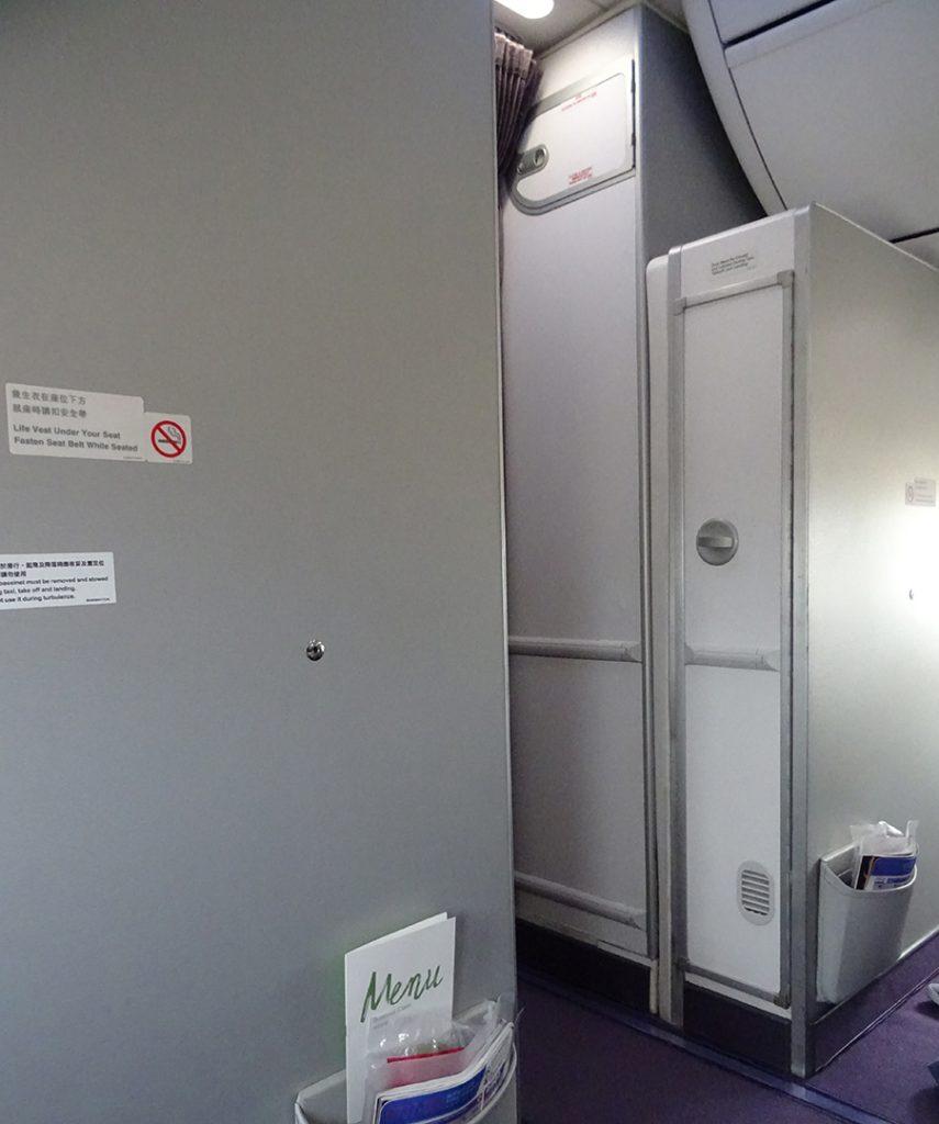 WC, B737-800