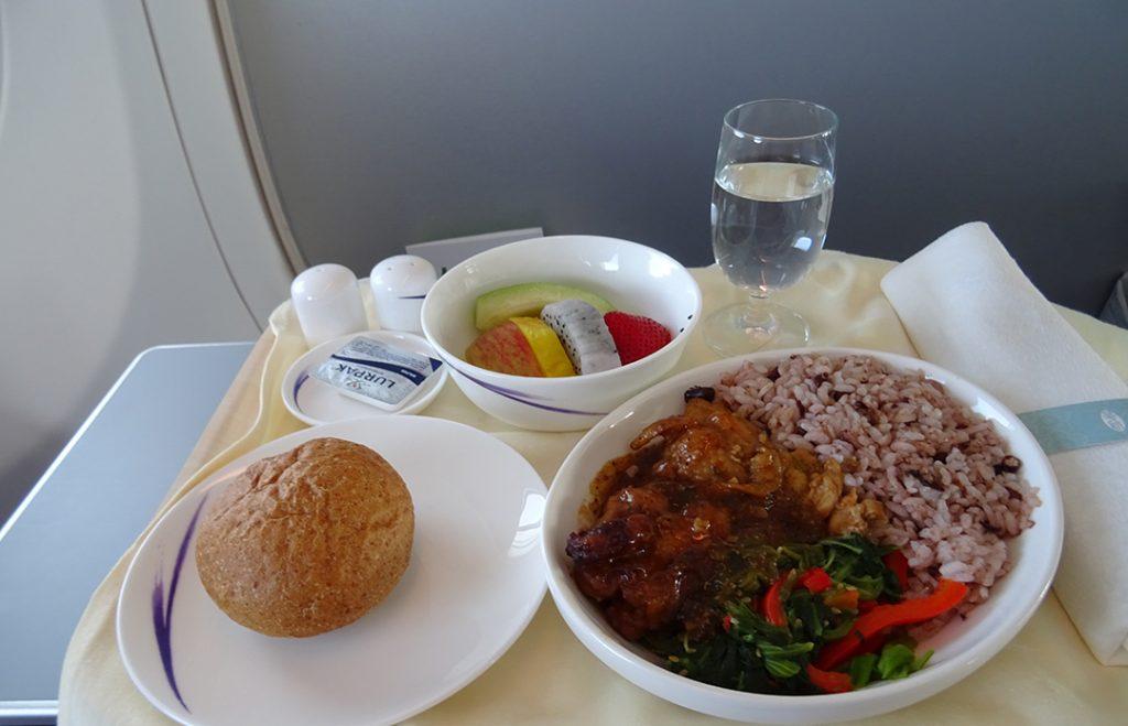 Essen auf dem Flug CI703, B737-800