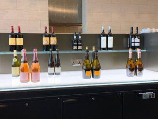 Qatar Airways Al Safwa Lounge Champagner und Wein