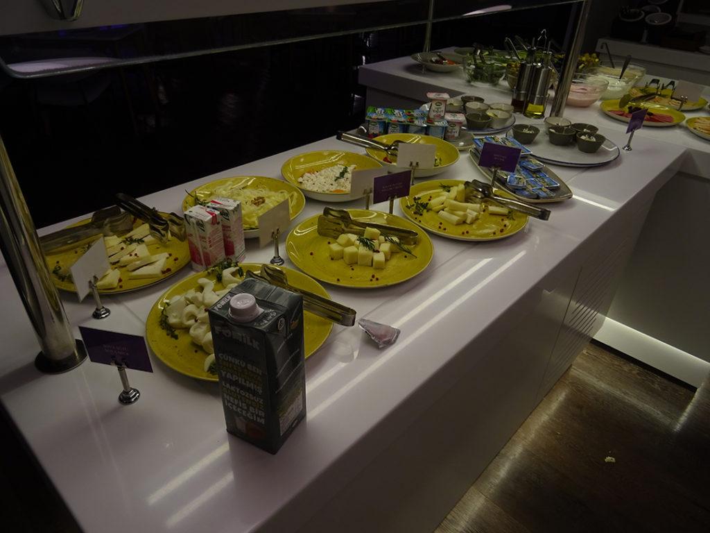 YOTELAIR Landside | Frühstücksbuffet